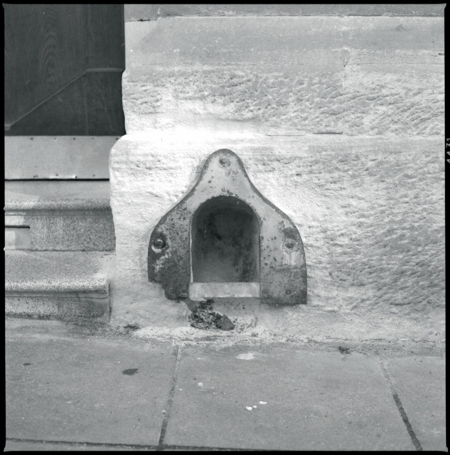 door (boot) scraper